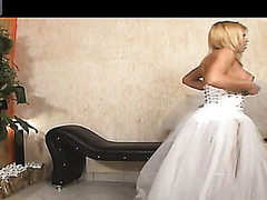 Shemale bride thrusting booty of her fiance in their first wedding night