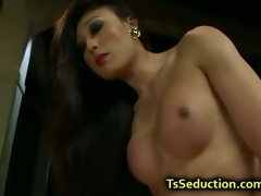 Tranny let blindfolded guy fuck her